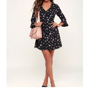 LULUS BLACK FLORAL BUTTON-UP FLOUNCE SLEEVE DRESS